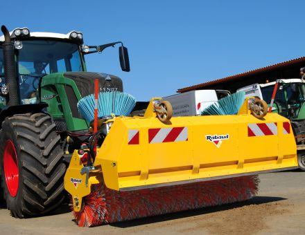 Balayeuse MULTINET avec bac sur 3 points tracteur Fendt