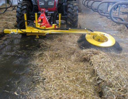 Balayeuse de logettes sur trois points avant tracteur
