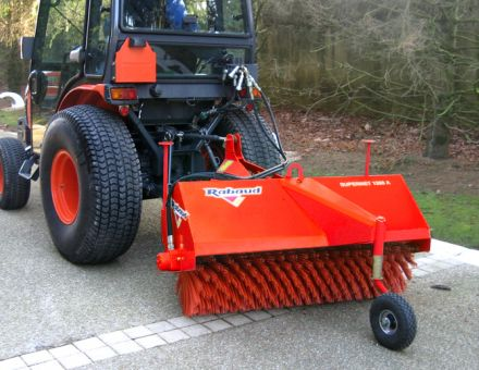 SUPERNET 1200A derriere un microtracteur Kubota