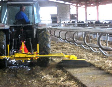 Balayage des logettes sur le point arrière du tracteur