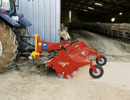 Balayeuse pour cours de ferme : SUPERCHAMPION