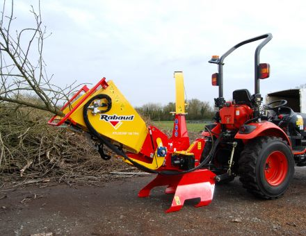 Broyeur de branches sur tracteur KIOTI 20 CH