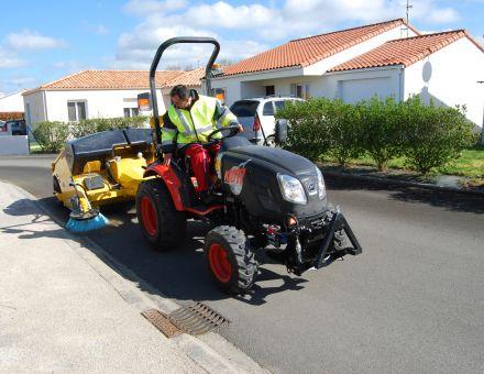 Balayeuse derrière tracteur KIOTI