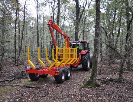 Remorque forestière XYLOTRAIL 11 sur sentier forestier.