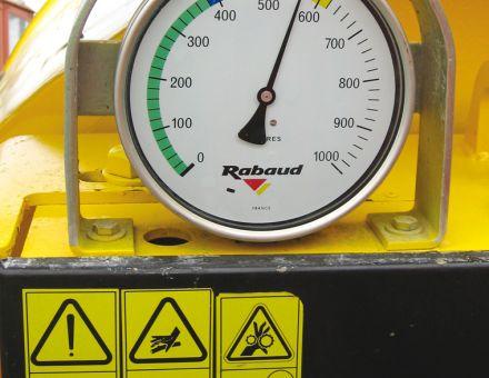 Système de pesage avec manomètre visible en cabine