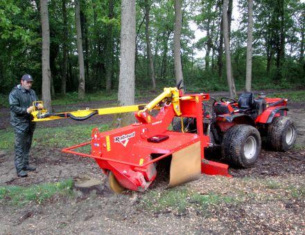 Rogneuse de souches sur tracteur Carraro