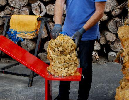 Support sac pour bois rangé