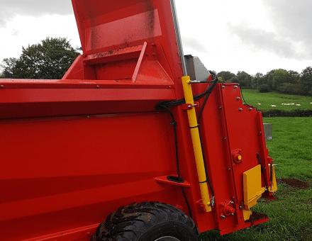 Trappe de distribution arrière hydraulique