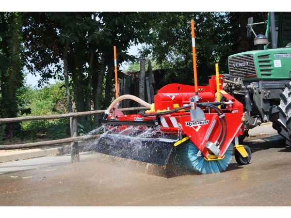 Balayage avec option jet d'eau fort débit sur tracteur