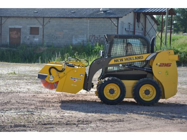Godet balayeur sur skid NEW HOLLAND