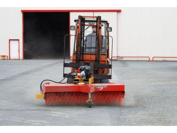 Balai rotatif sur chariot élévateur industriel
