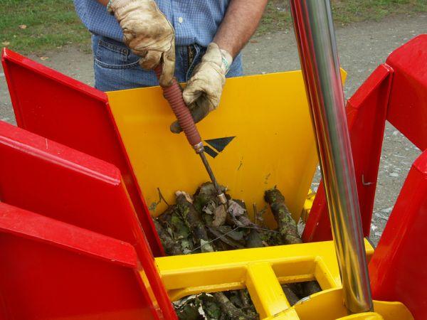 Liage du lien en fil de fer à l'aide du torsadeur