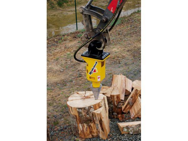 FRH 406  en position fendage de bûches sur bois debout