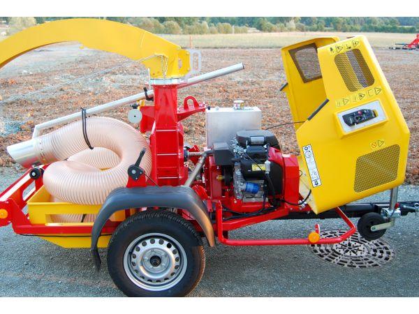 Capot en polyester pour un accès rapide au moteur sur le WINDY 660