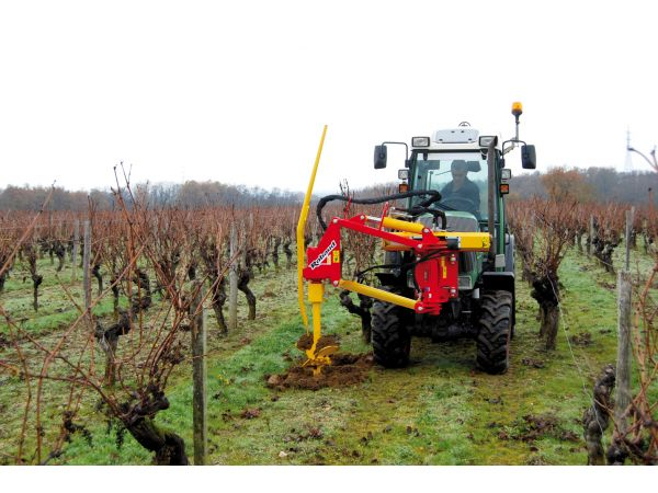 Tarière MAV sur tracteur vigneron