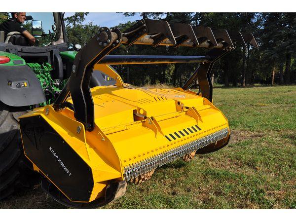 XYLOR 2200-250 T portail arrière équipé de 2 vérins