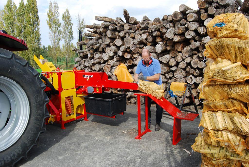 Machine pour production d'allume feu XYLOFLAM