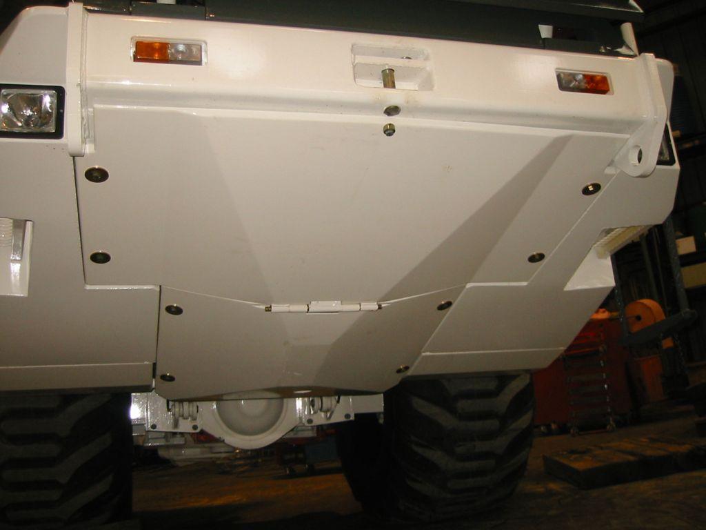 AKERA 17E : épandeur de liants pulvérulents automoteur 6x6