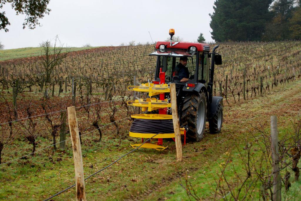 Dérouleuses de fils lisses pour vigne, palissage