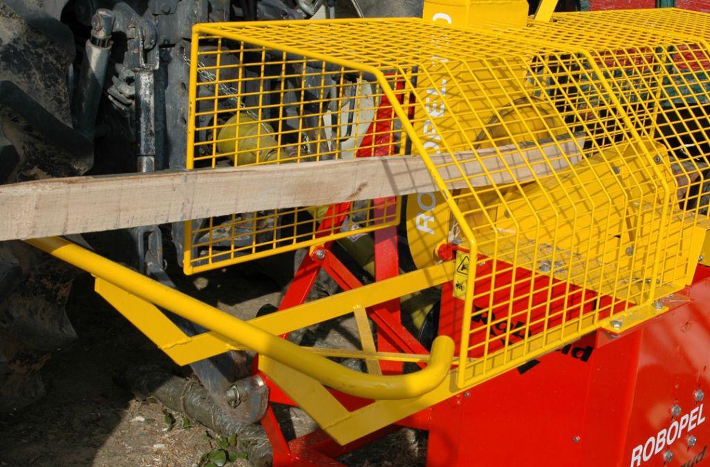 Ecorceuse de pieux ROBOPEL 150 sur tracteur
