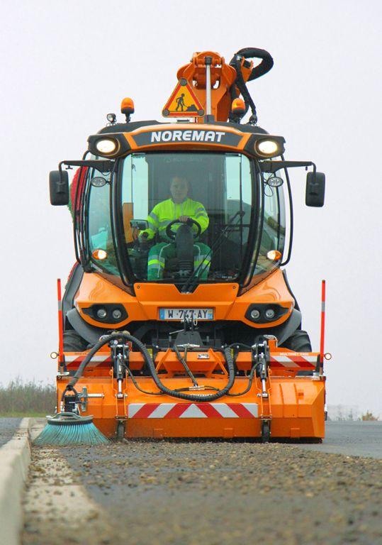 Balayage du route avec un VSV Noremat